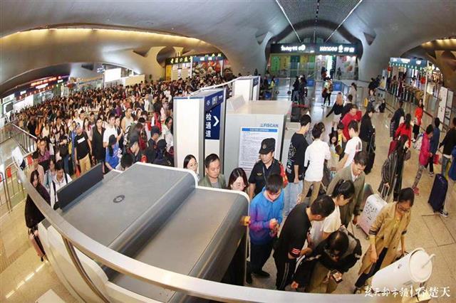 国庆假期武汉地铁送客2800万人,江汉路站最高一小时进站3万人