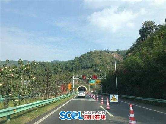 成巴高速云顶山一号隧道占道施工 单车道限制通行