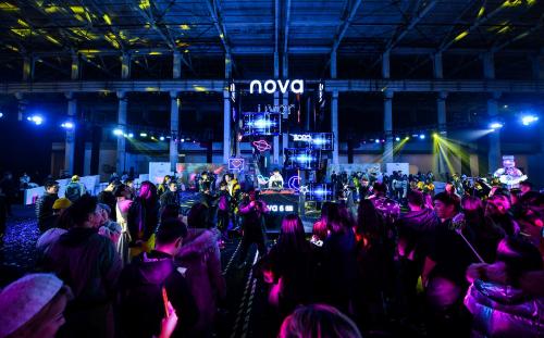 用科技让十城年轻人#2020together# 华为nova6 5G做到了